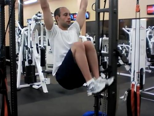 Knee Raises Hanging Grip Image